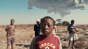"""CINEMA: """"District 9"""", histoire, altérité et identité / history, identity and otherness - 2/4 1 image"""