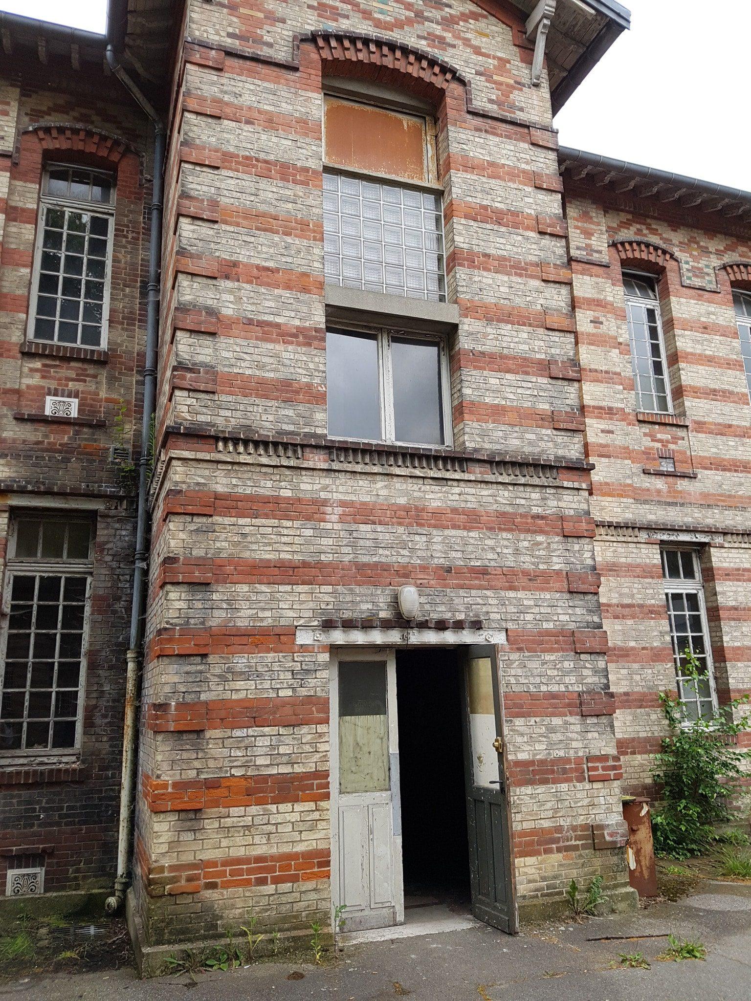 un-village-francais-image-cour-ecole-3