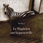 ♥ [CRITIQUE] «Le Magicien sur la passerelle» : Un entre-deux envoûtant entre roman et nouvelle