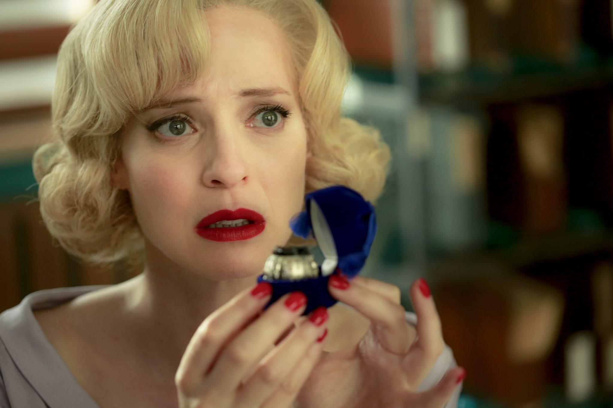 Les Petits Meurtres d'Agatha Christie épisode Crimes haute couture image 1