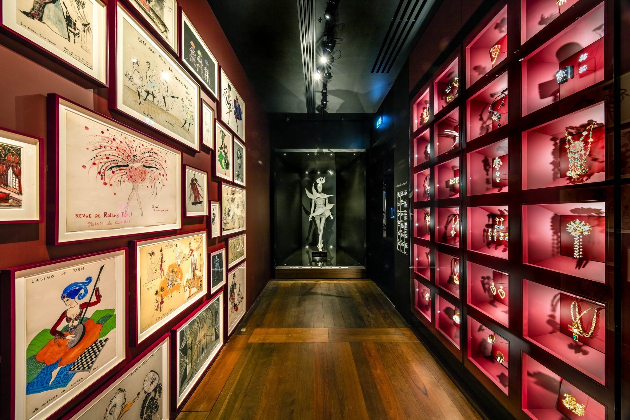 Musée Yves Saint-Laurent Paris exposition