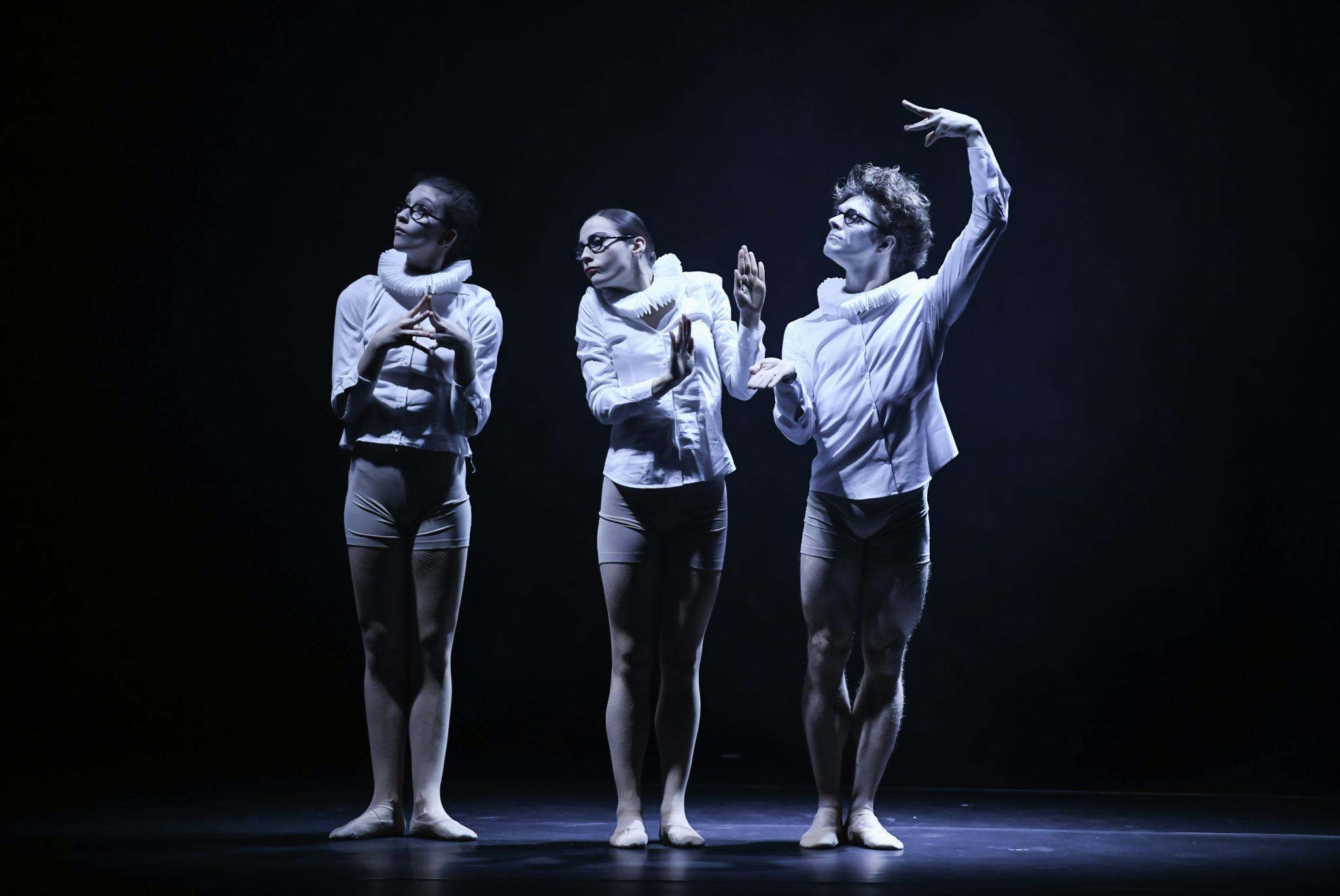 Hors Cadre photo danse spectacle Julien Benhamou avec Clémence Gross, Lydie Vareilhes, Hugo Vigliotti