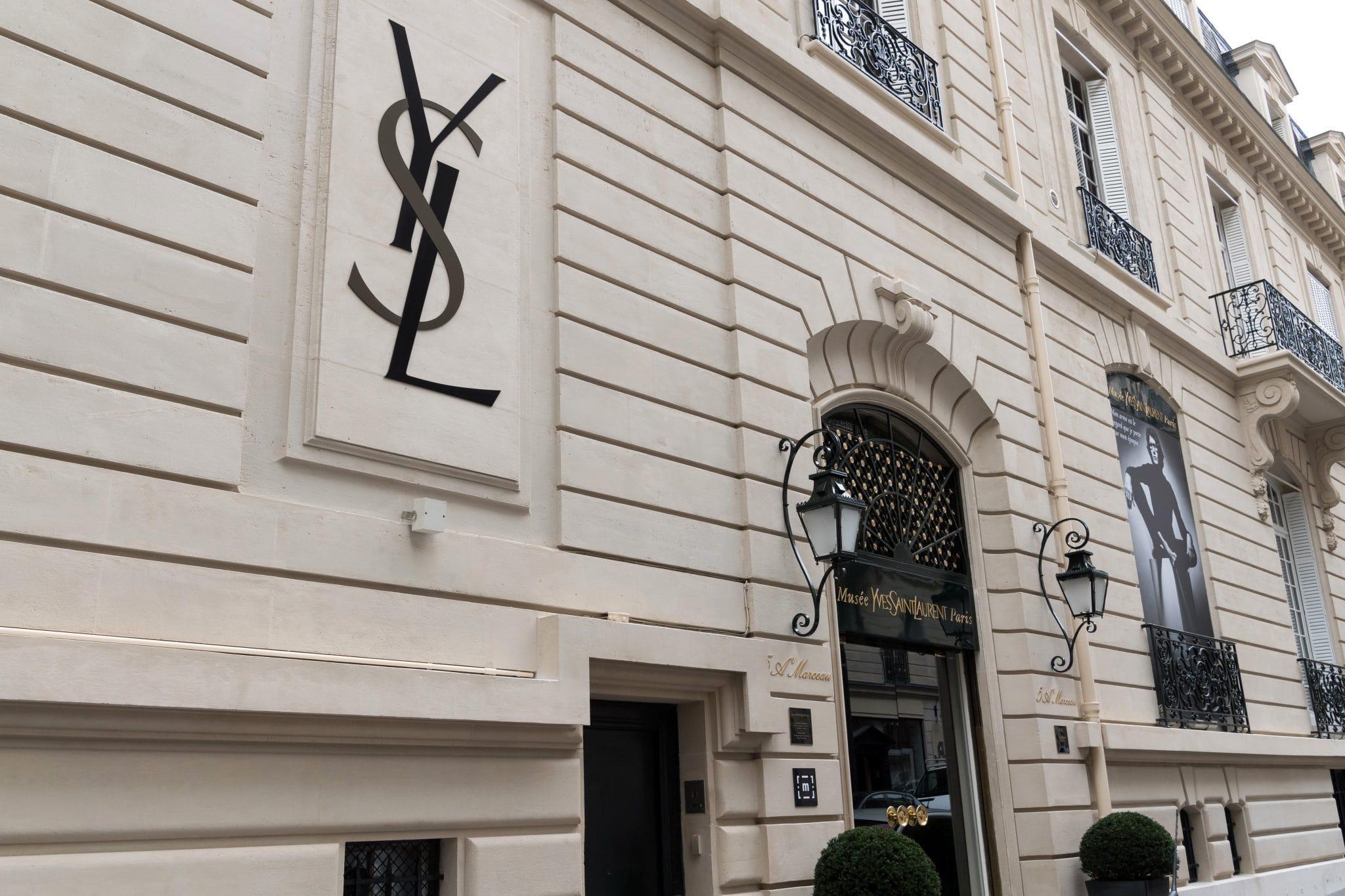 Expo mus e yves saint laurent une habitation permanente pour l 39 esprit du couturier bulles - Musee yves saint laurent paris ...