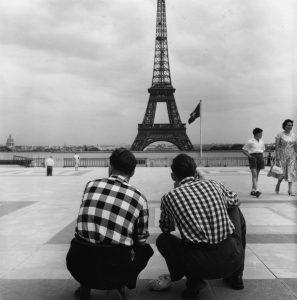 Robert Doisneau (Nouvelle édition) par Brigitte Ollier image La Tour Eiffel à carreaux, Trocadéro mars 1958 HD