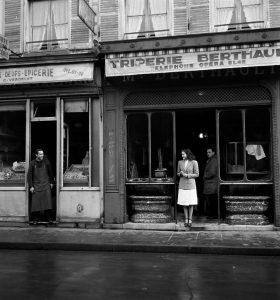 Robert Doisneau (Nouvelle édition) par Brigitte Ollier image Place du Marché Saint Honoré, Paris 1945 HD