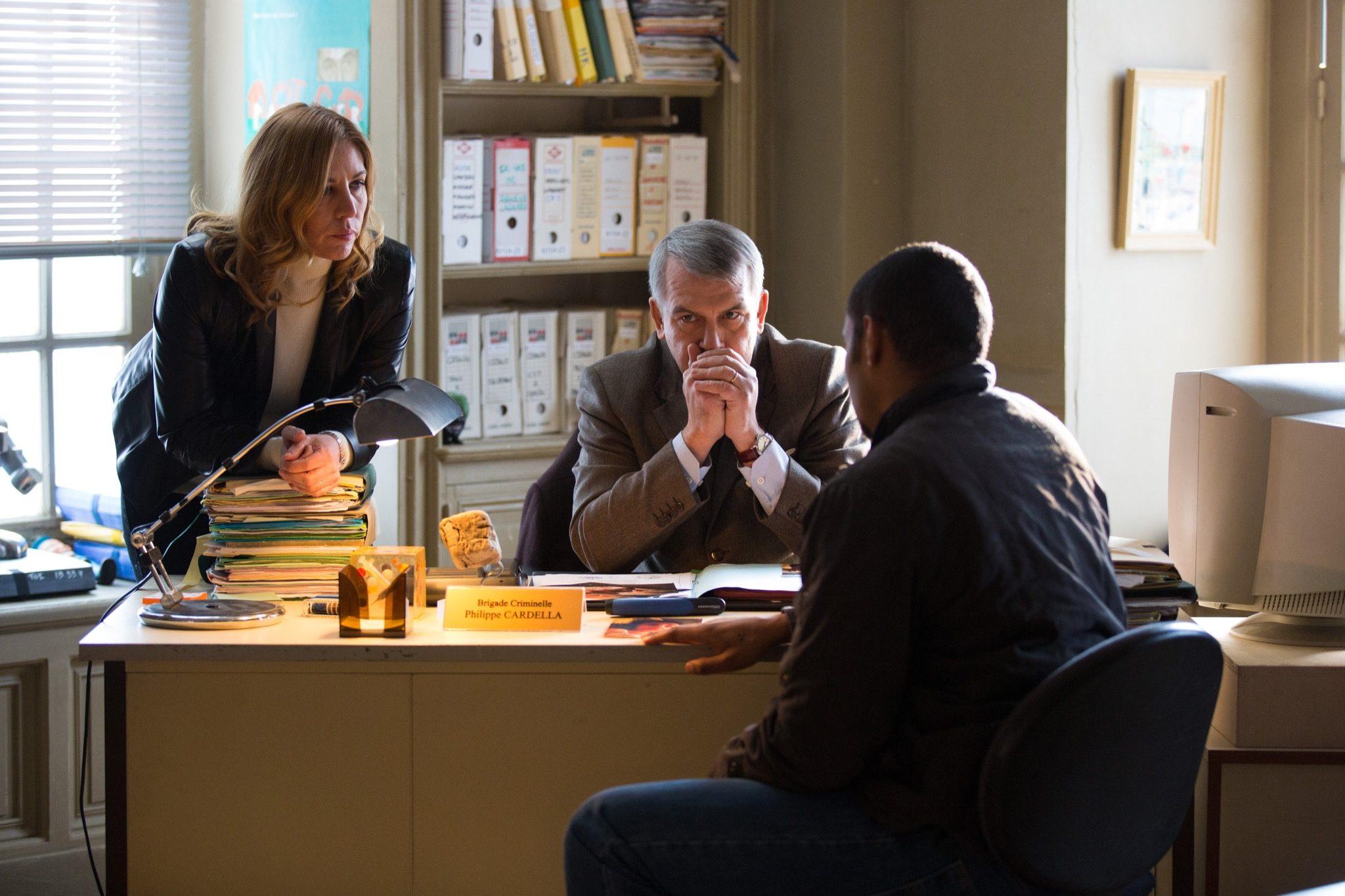 Flic, tout simplement d'Yves Rénier image Philippe TORRETON, Mathilde SEIGNER, Djibril GUEYE