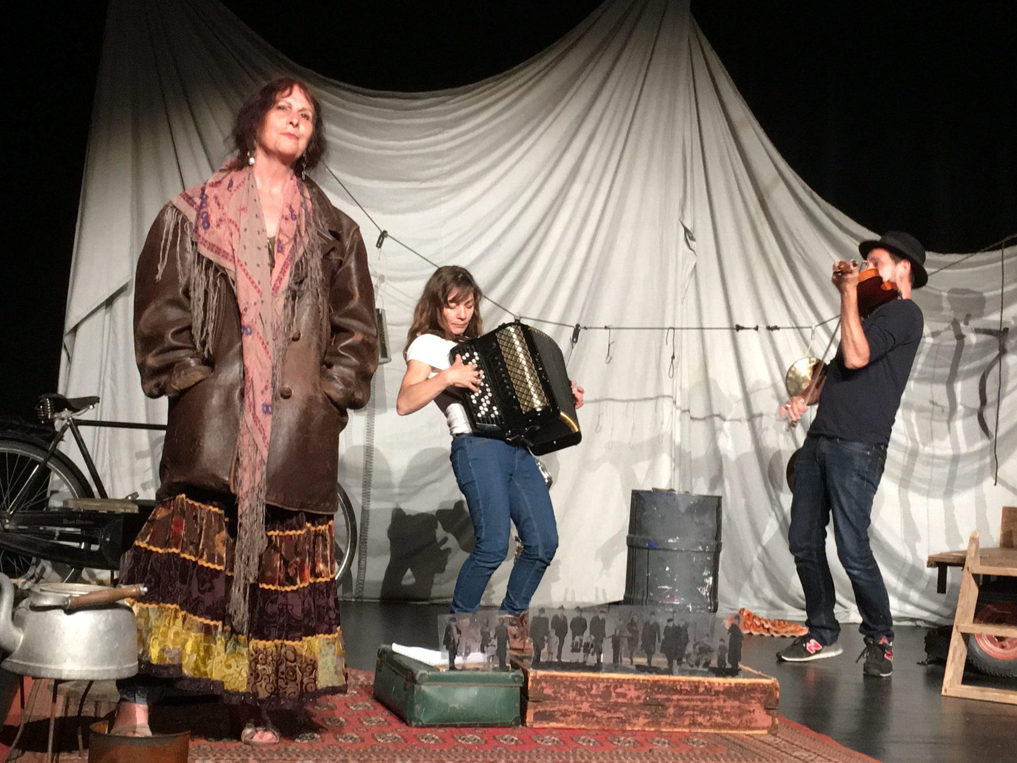 Nous tsiganes de la compagnie du Theatre du Loup Blanc photo 1