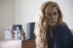 Amy Adams dans la série Sharp Objects saison 1 critique avis