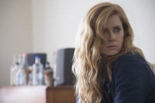 Amy Adams dans la série Sharp Objects saison 1 critique avis