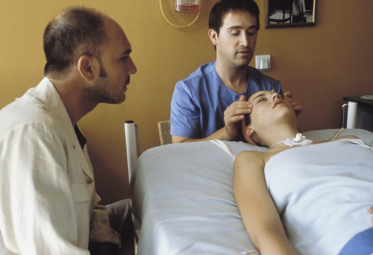 Parle avec elle de Pedro Almodóvar image film cinéma