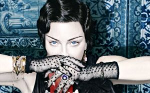 """[Critique] """"Madame X"""" (2019) : quand le fado portugais, en mode électro, sauve Madonna 1 image"""