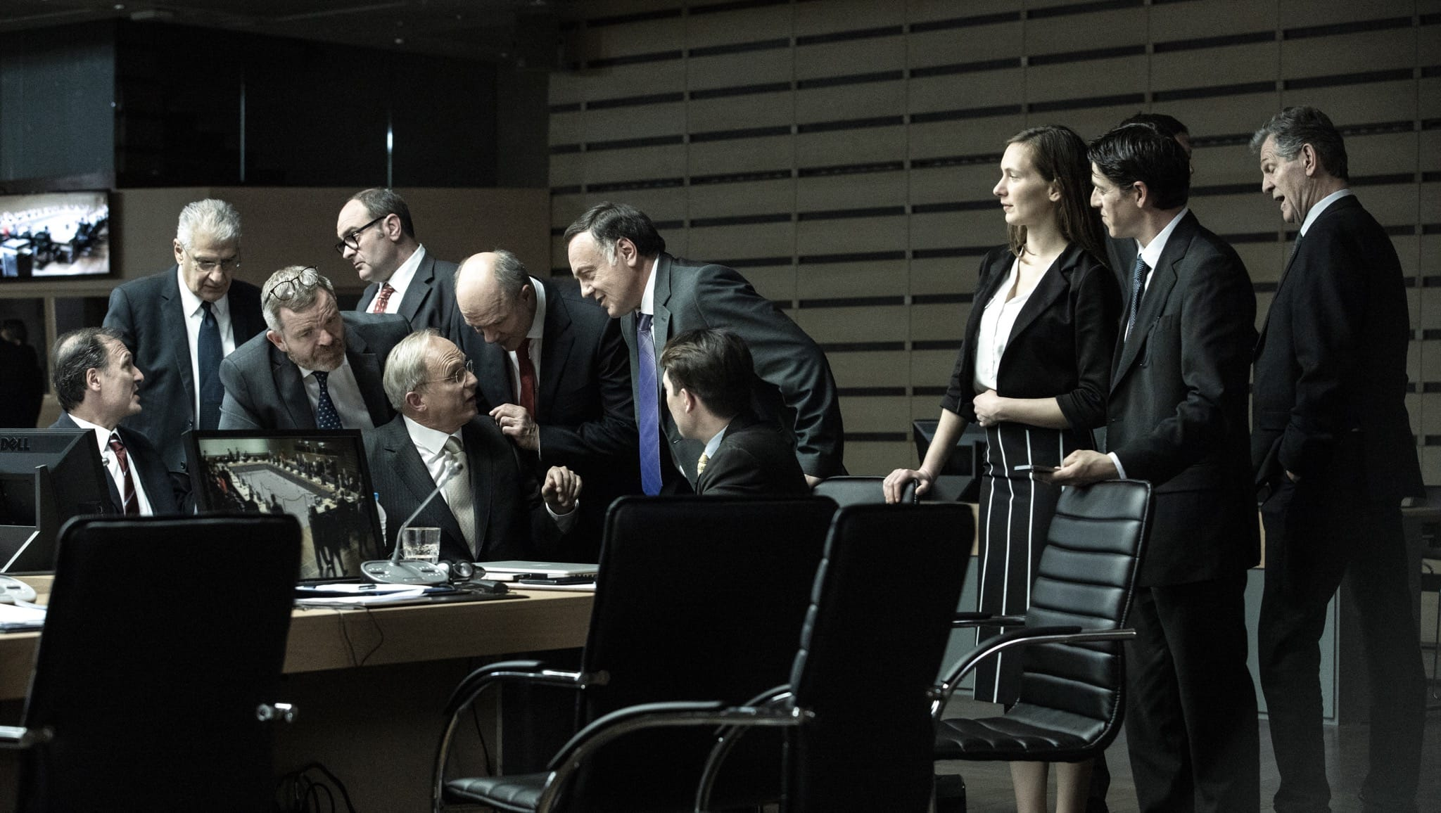 Adults in the Room de Costa-Gavras image film cinéma