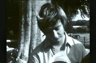 Françoise Sagan, l'élégance de vivre Extrait INA Sagan lisant image documentaire