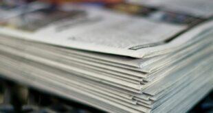 Pile de journaux photo pour revue de presse